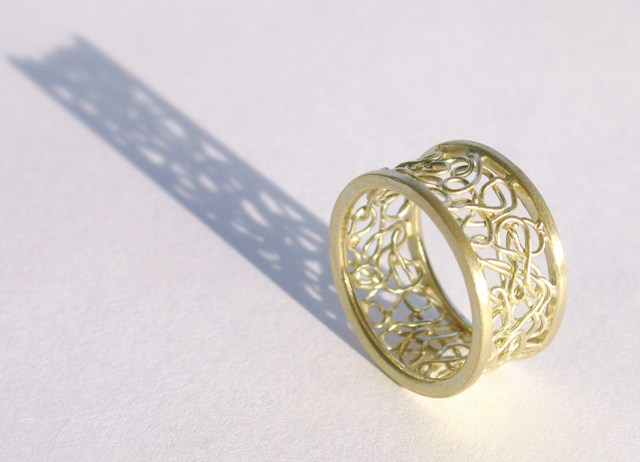 Gouden ring met draadwerk