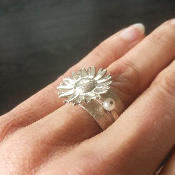 Ring madelief met parels